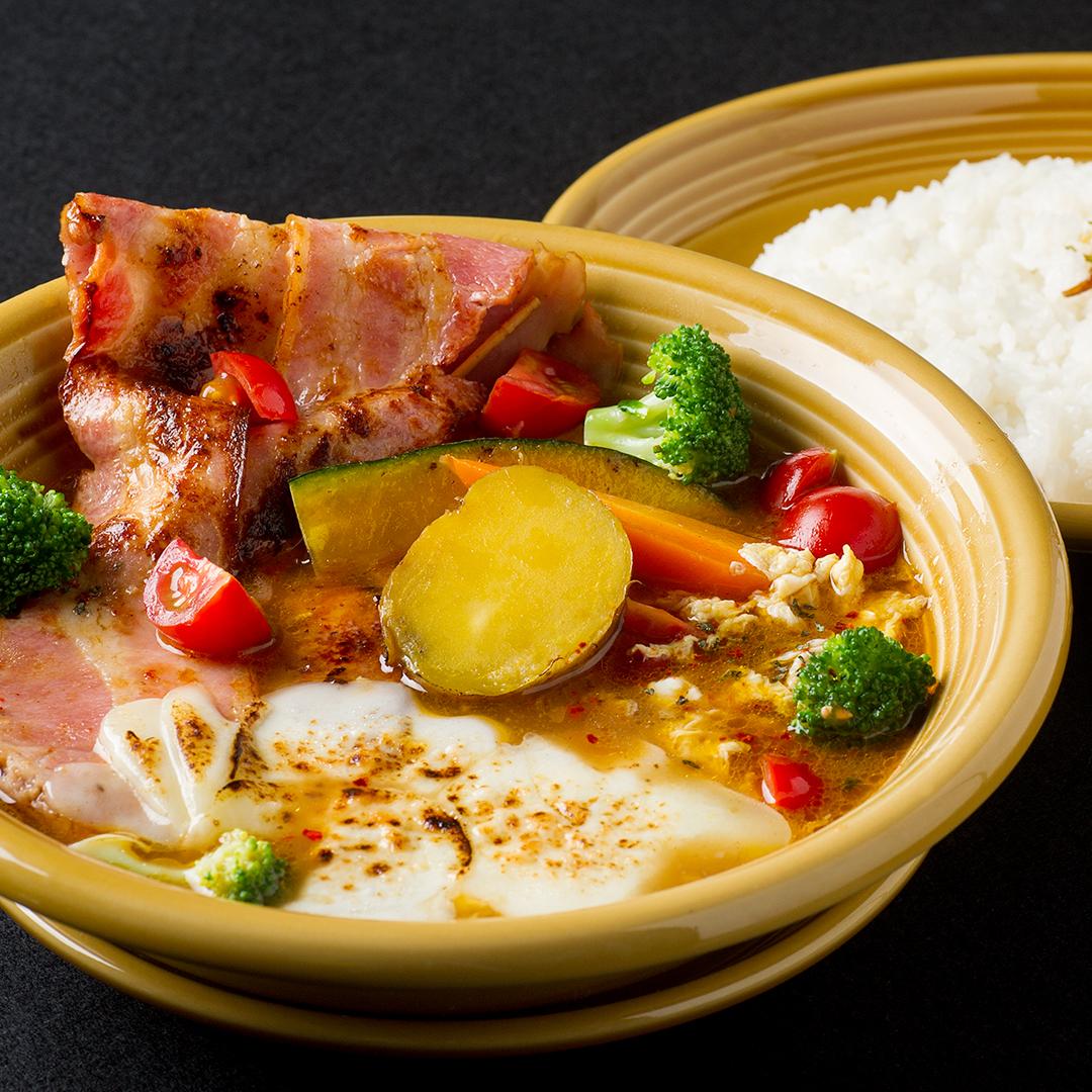 北海道産炙りカチョカバロとベーコンのスープカレー
