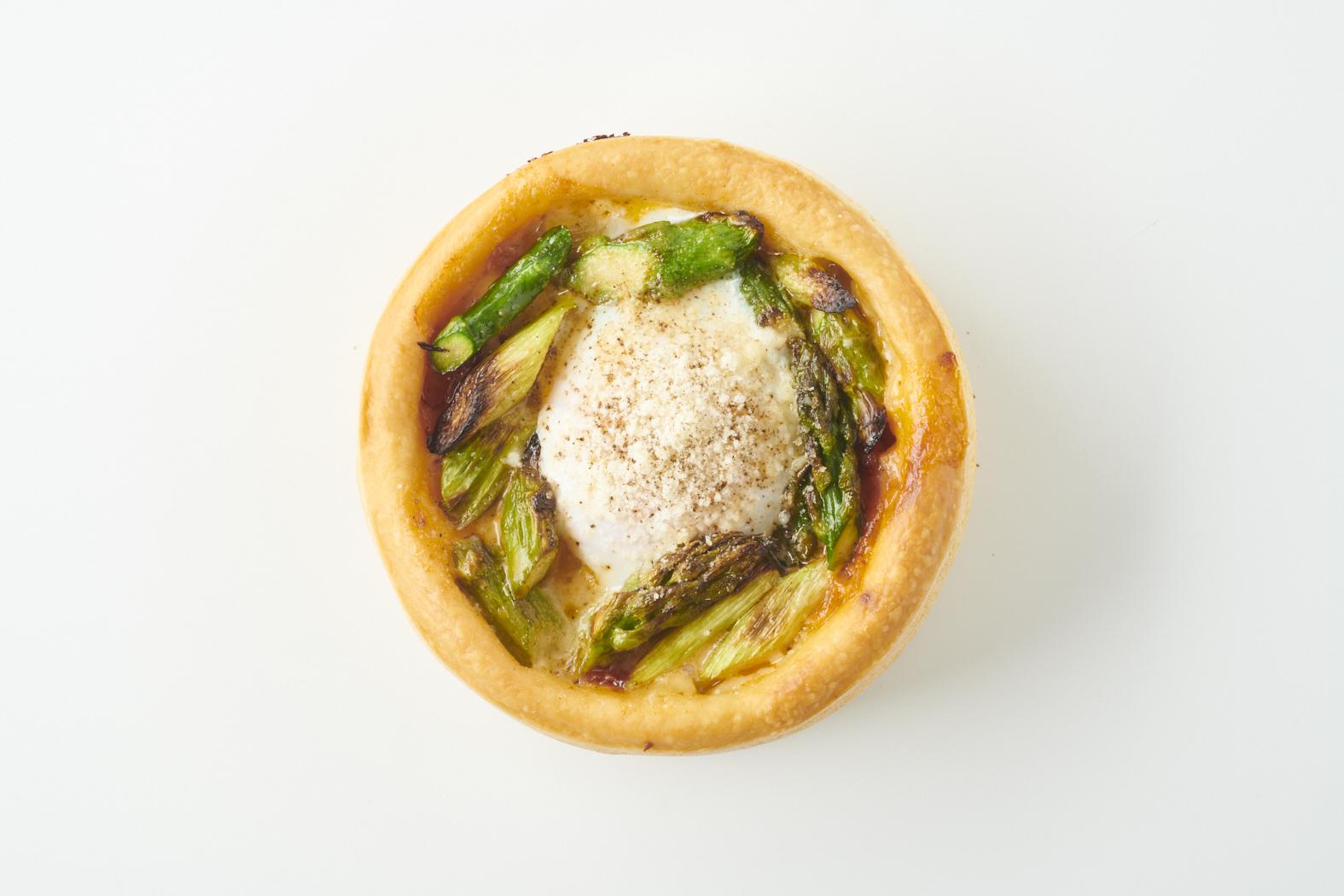 シカゴピザ~アスパラとベーコンと温泉卵~