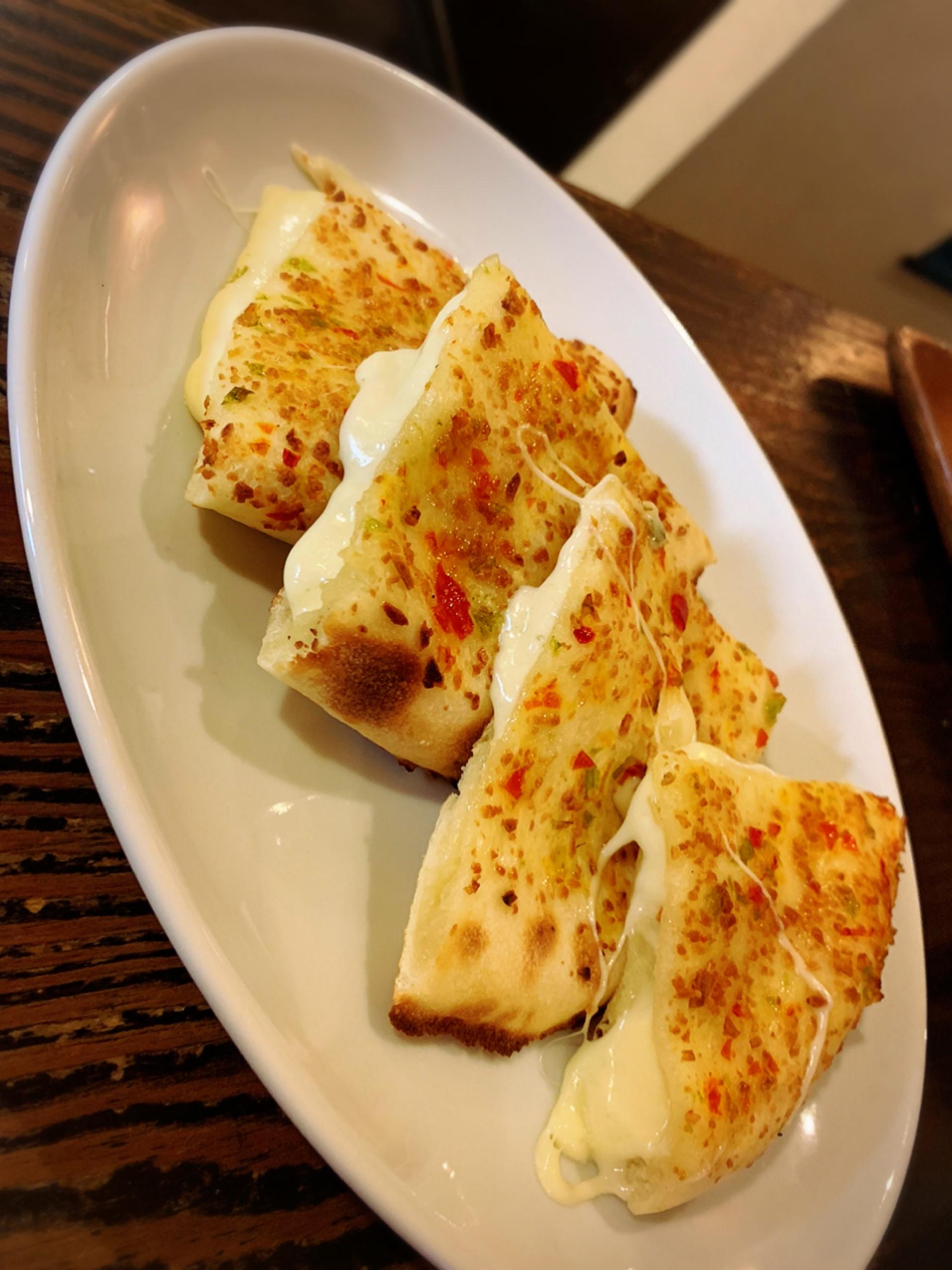 チーズガーリックナン