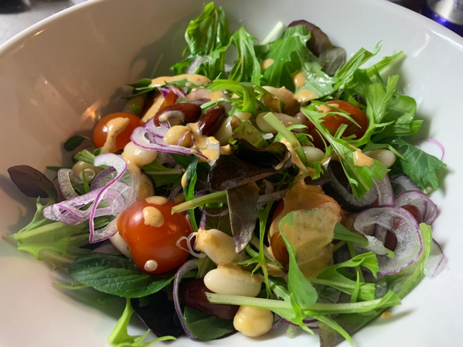 豆とたっぷり野菜のサラダ