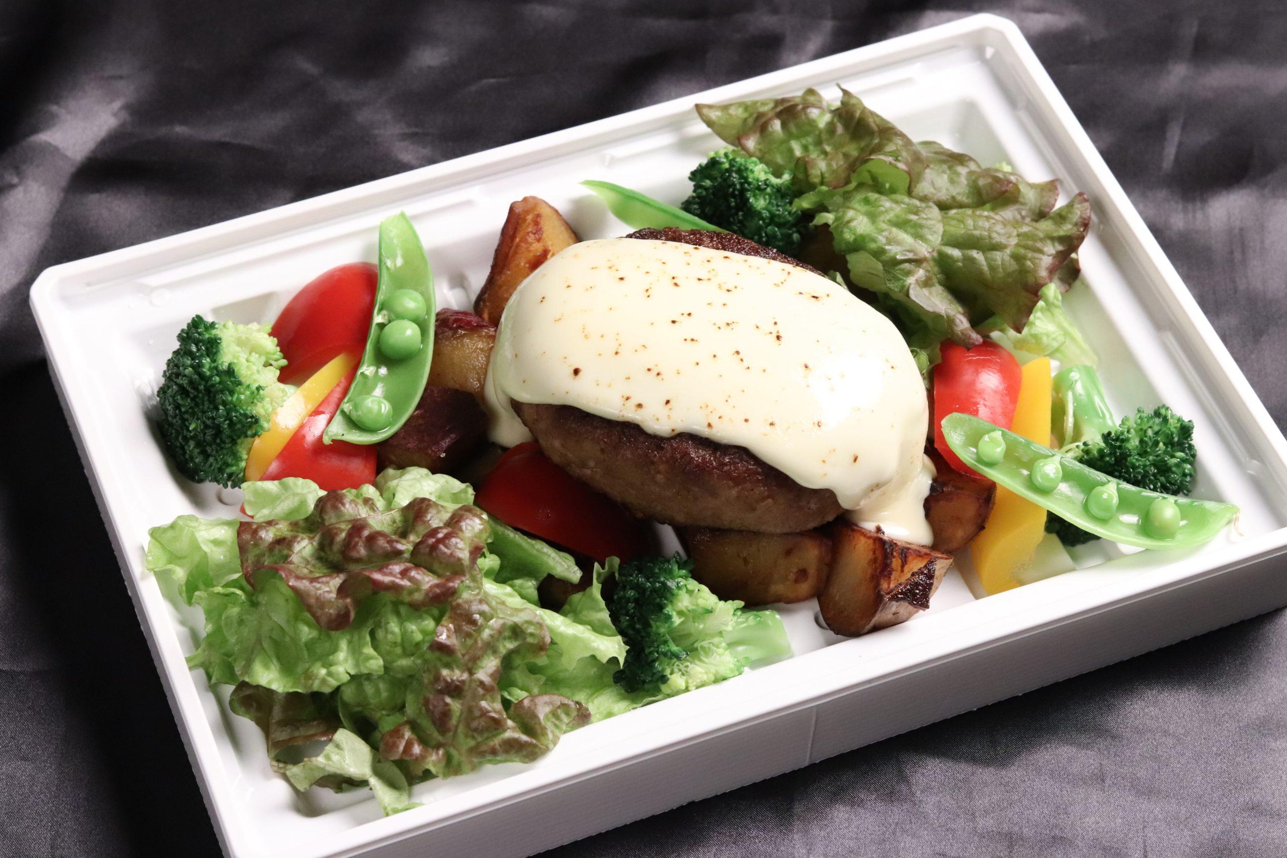 道産牛のハンバーグステーキ  アボカド&チーズ