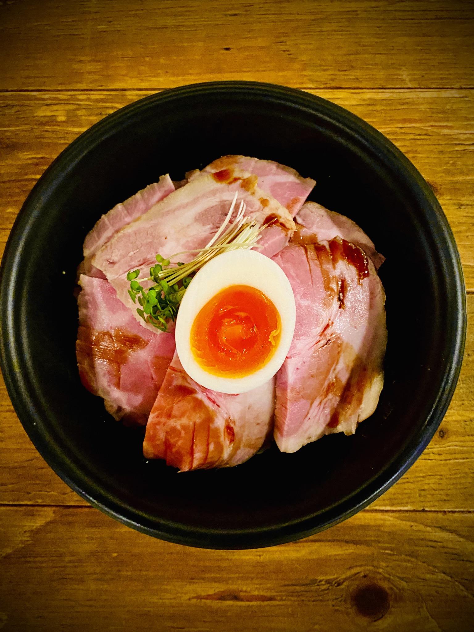 道産豚肩ロースのローストポーク丼